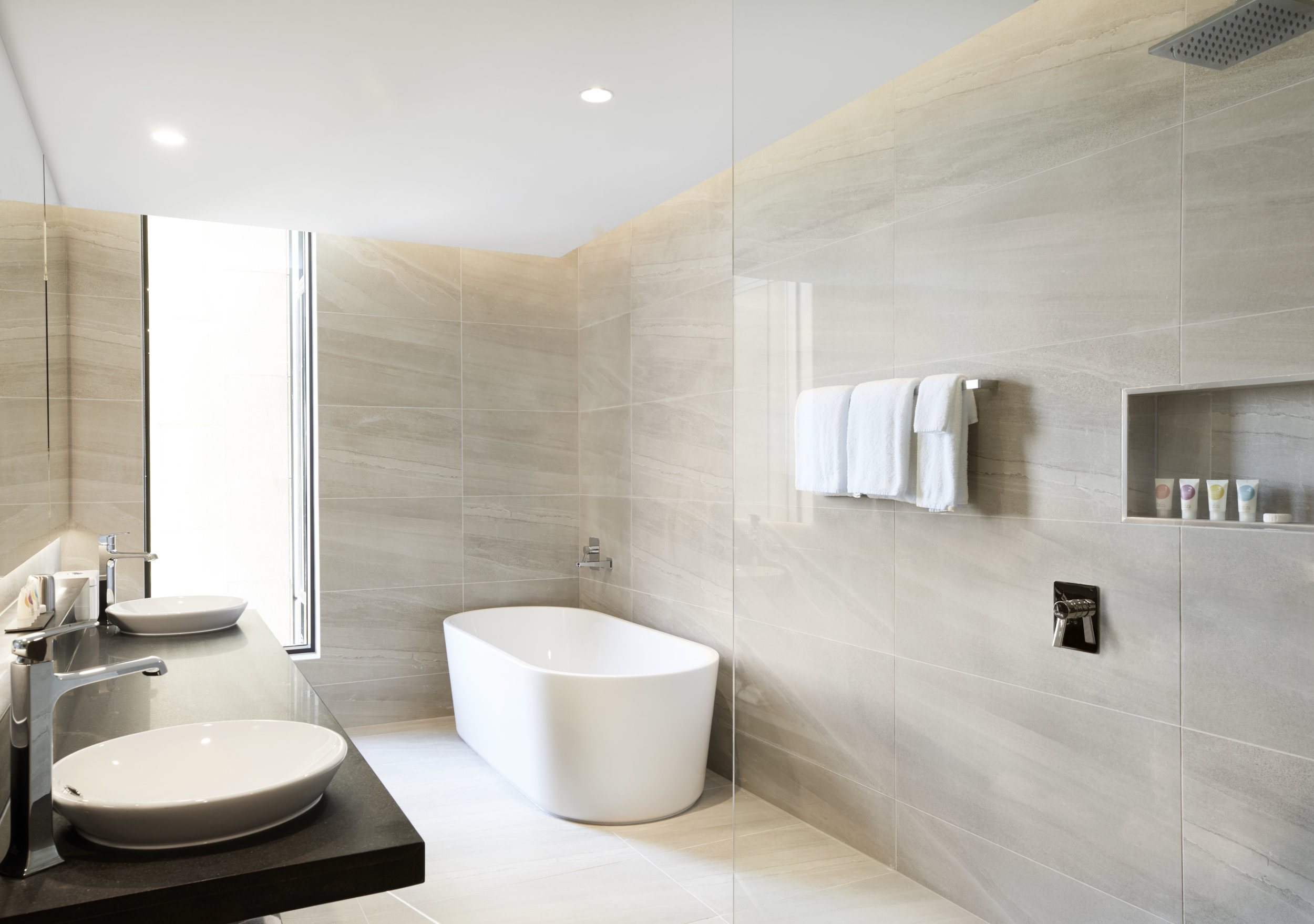 Hyatt Place Melbourne - Queen Bathroom.jpg