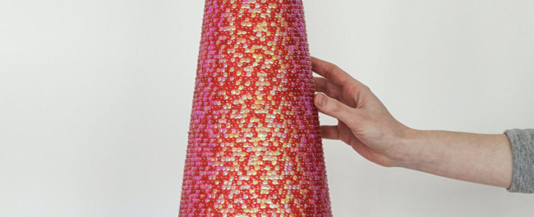 Markus Hanakam & Roswitha Schuller, Freudenspitz (Pleasure Peak), 2018, Pailletten auf Styropor, h = 80 cm
