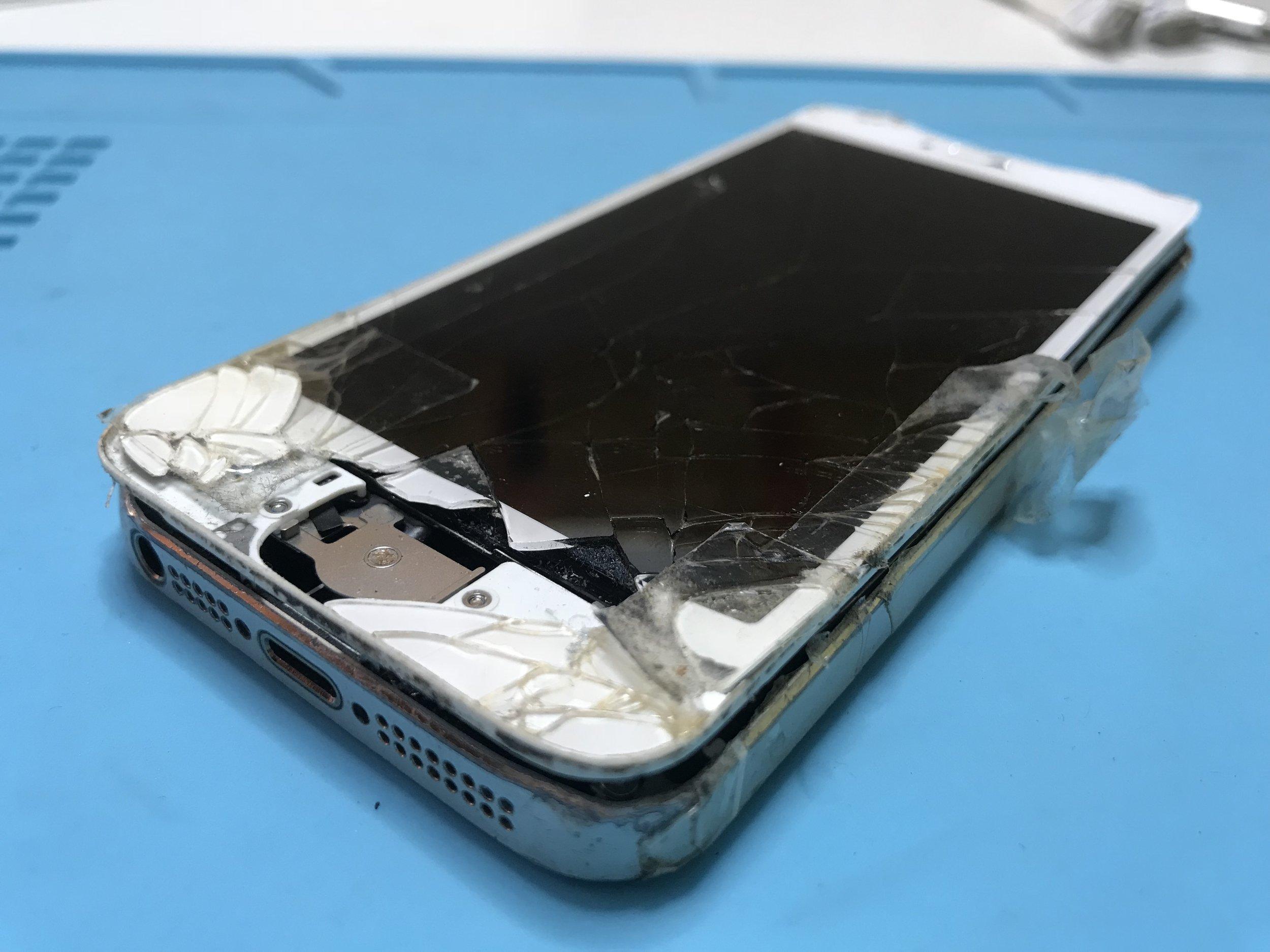 Broken-iPhone-5s.JPG