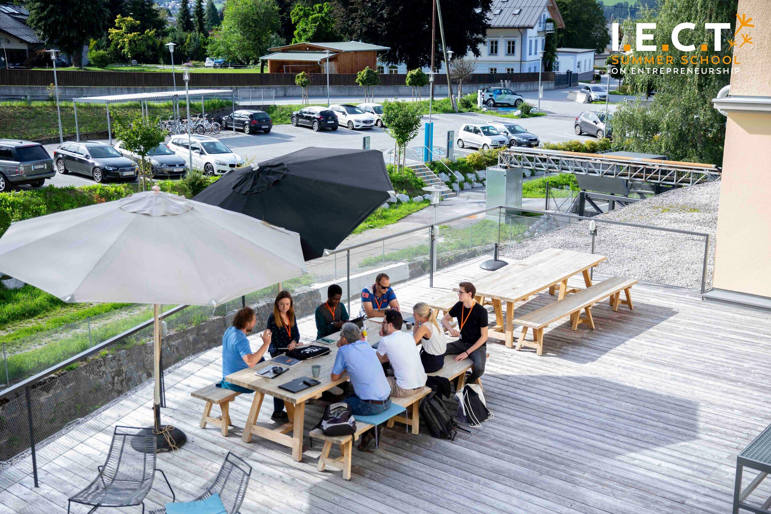 Mentor session on the Terrace of Werkstätte Wattens.