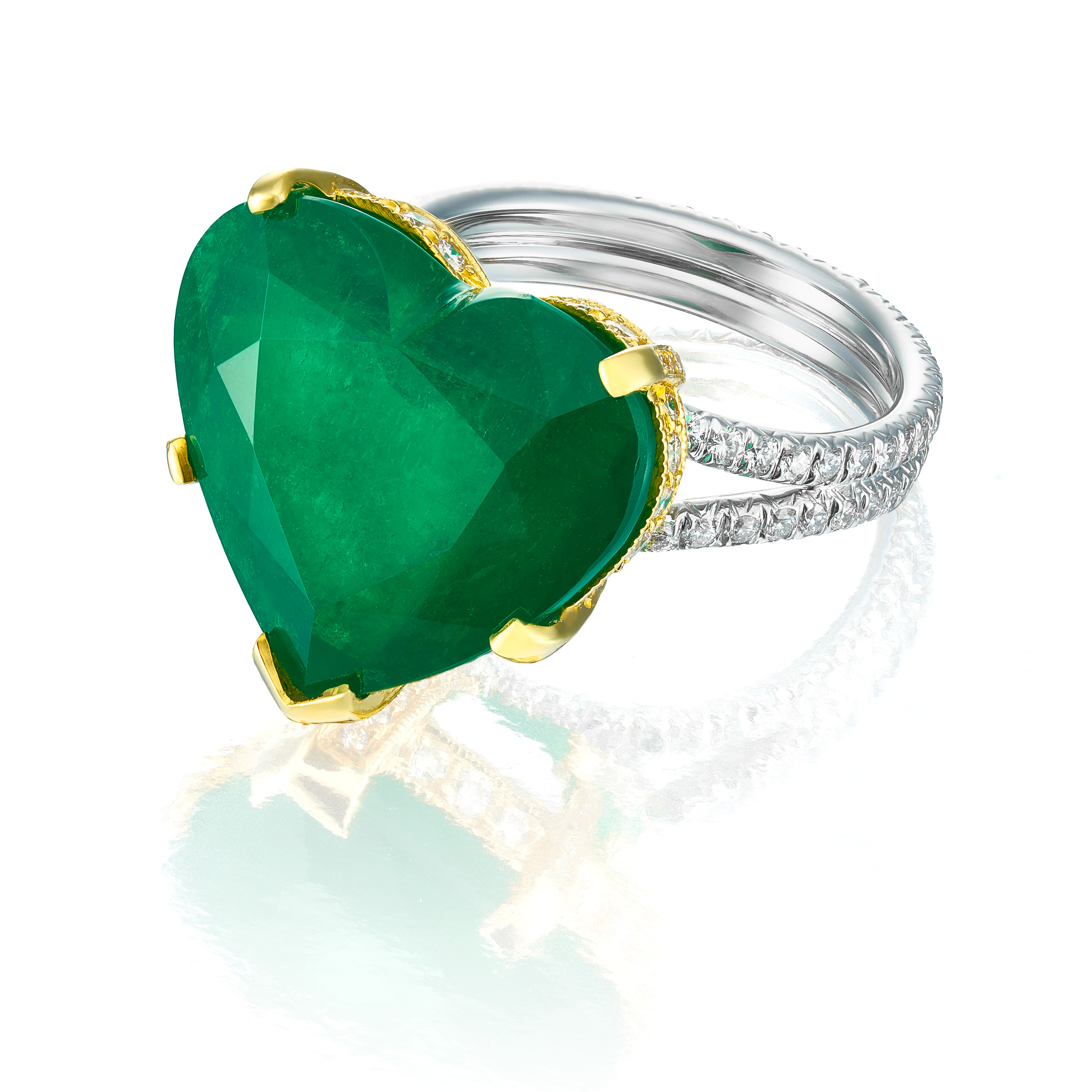 Emerald_Heart_Necklace_Miami_Fort Lauderdale_Commercial_Jewelry_Photographer_Franklin_Castillo.jpg