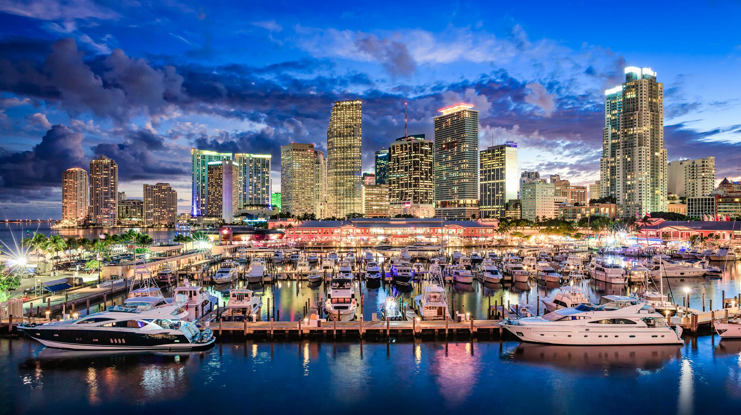 Miami_Downtown_waterfront_night_Miami_Fort_Lauderdale_commercial_photographer_Franklin_Castillo-Edit-Edit-Edit.jpg
