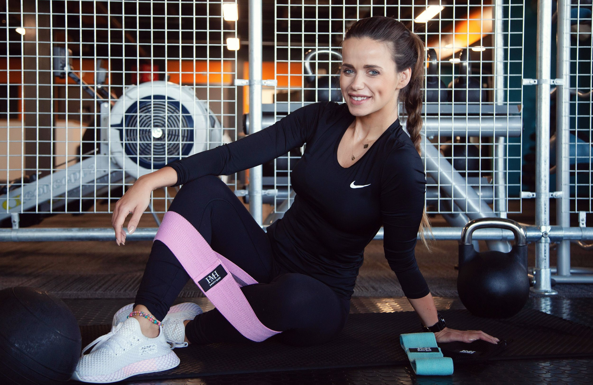 BOOTY BANDS - Designed with passion by one of the UK's best Personal Trainers!We introduce you to two resistance bands, which comes with a carrier bag, workout routine, ebook and diet plan to help you get the best fitness and health results ever!