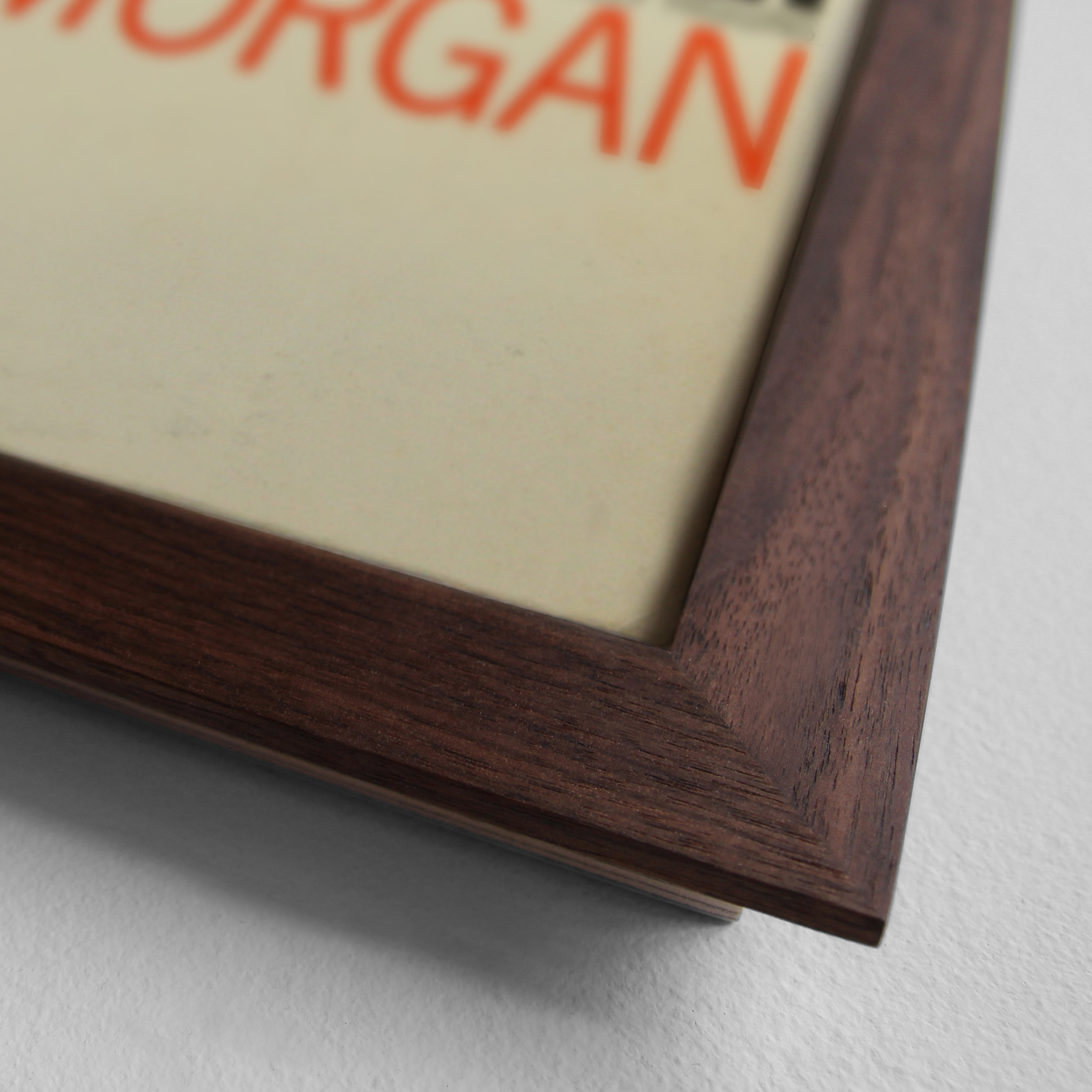 Sonntagsstaat-RecordFrameWalnut-Detail02.jpg