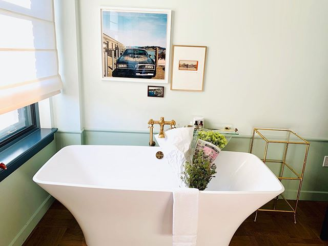 Sometimes all it takes is a bathtub, Flowers, a cool piece of art, a fabulous hotel and company that truly inspires you @lo_ford @tkwolfe84 . . . . #nomad #travel #lafashionweek #ba&sh #hotels #happyhour #simplethings #inspired #decour #downtown #losangeles #california #thebarcode #fashion #design #art
