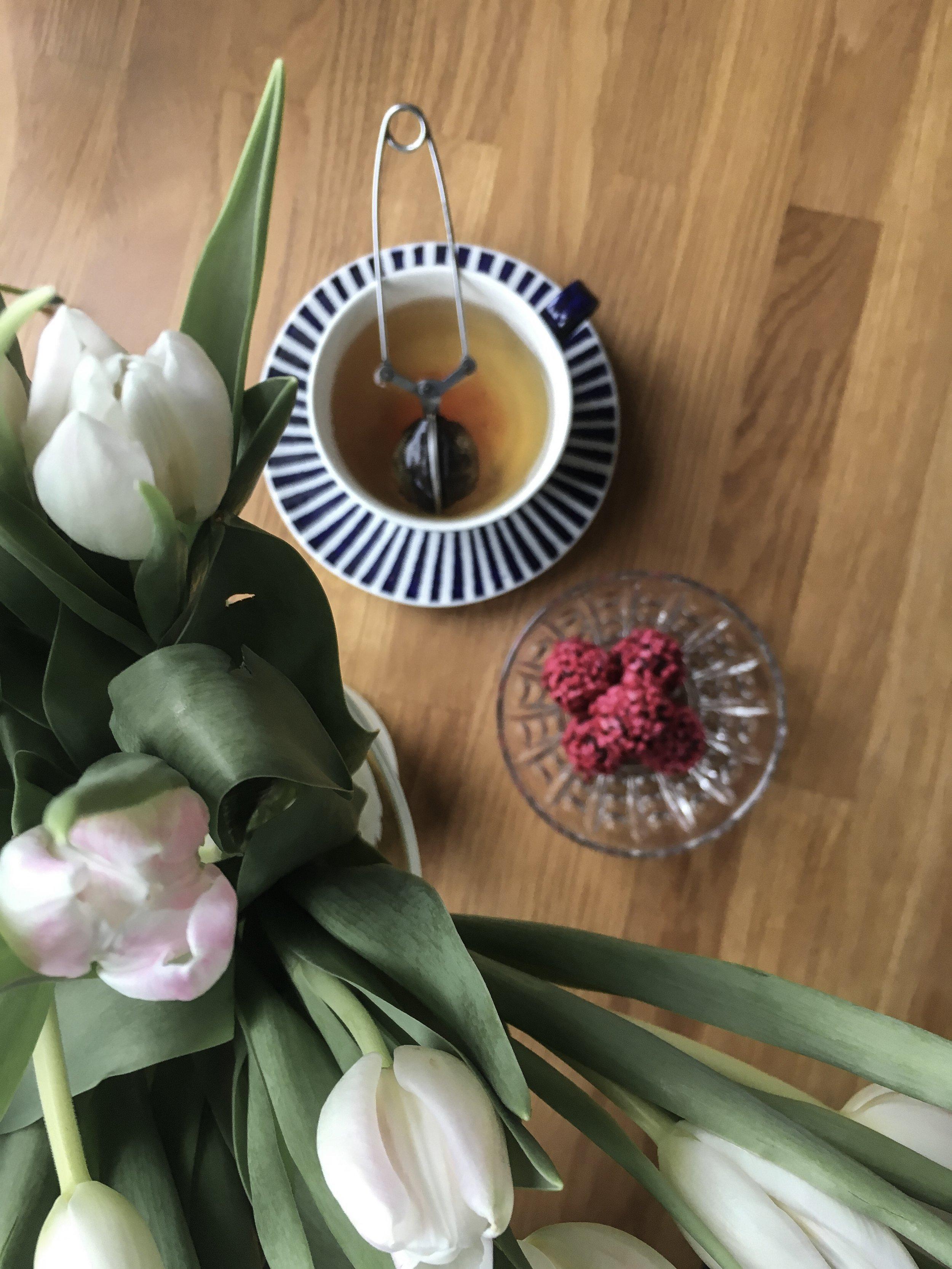kærlighedskugler med cacaonips og frysetørrede hindbær