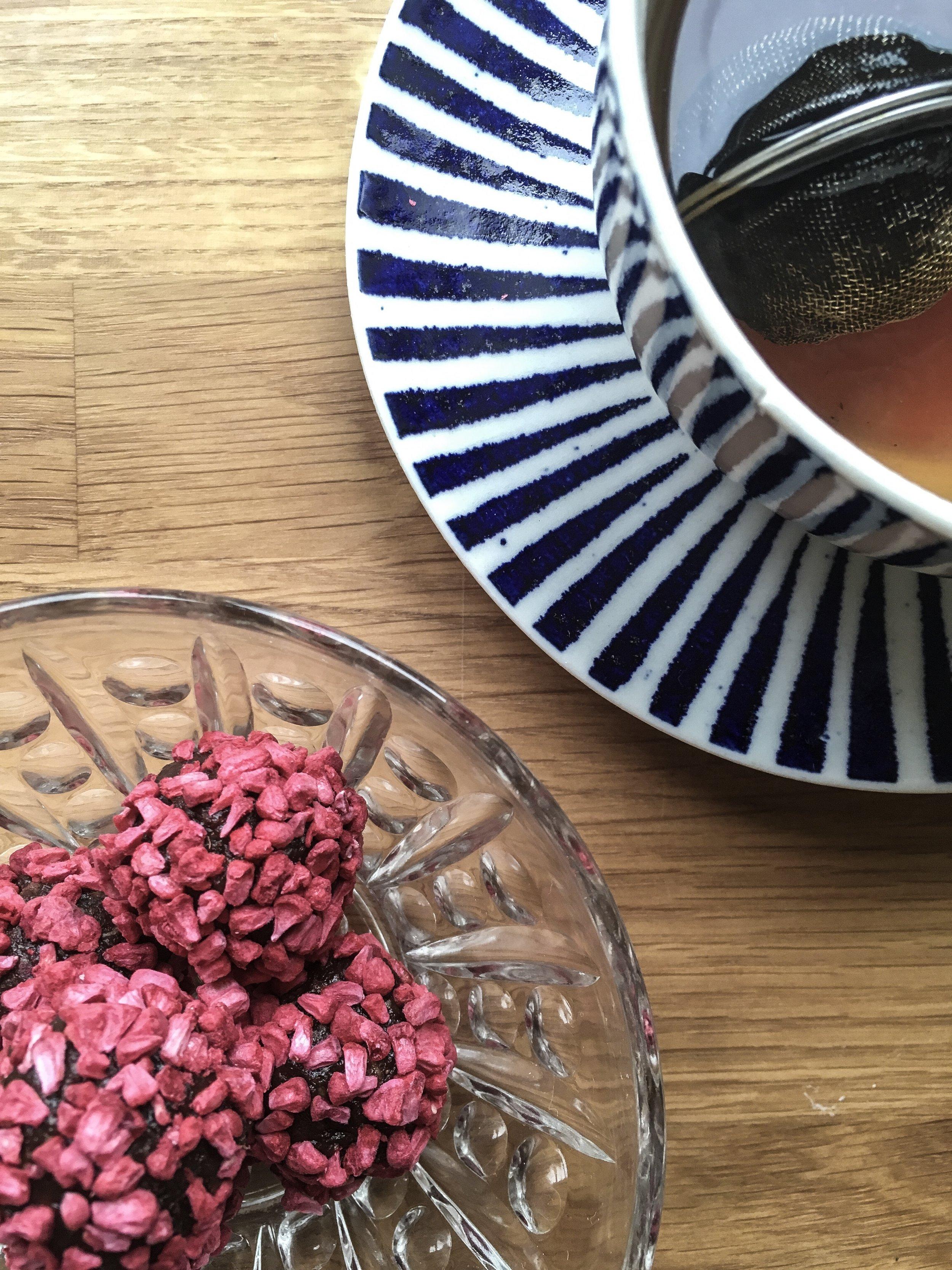 kærlighedskugler med cacaonips og frysetørrede hindbær2