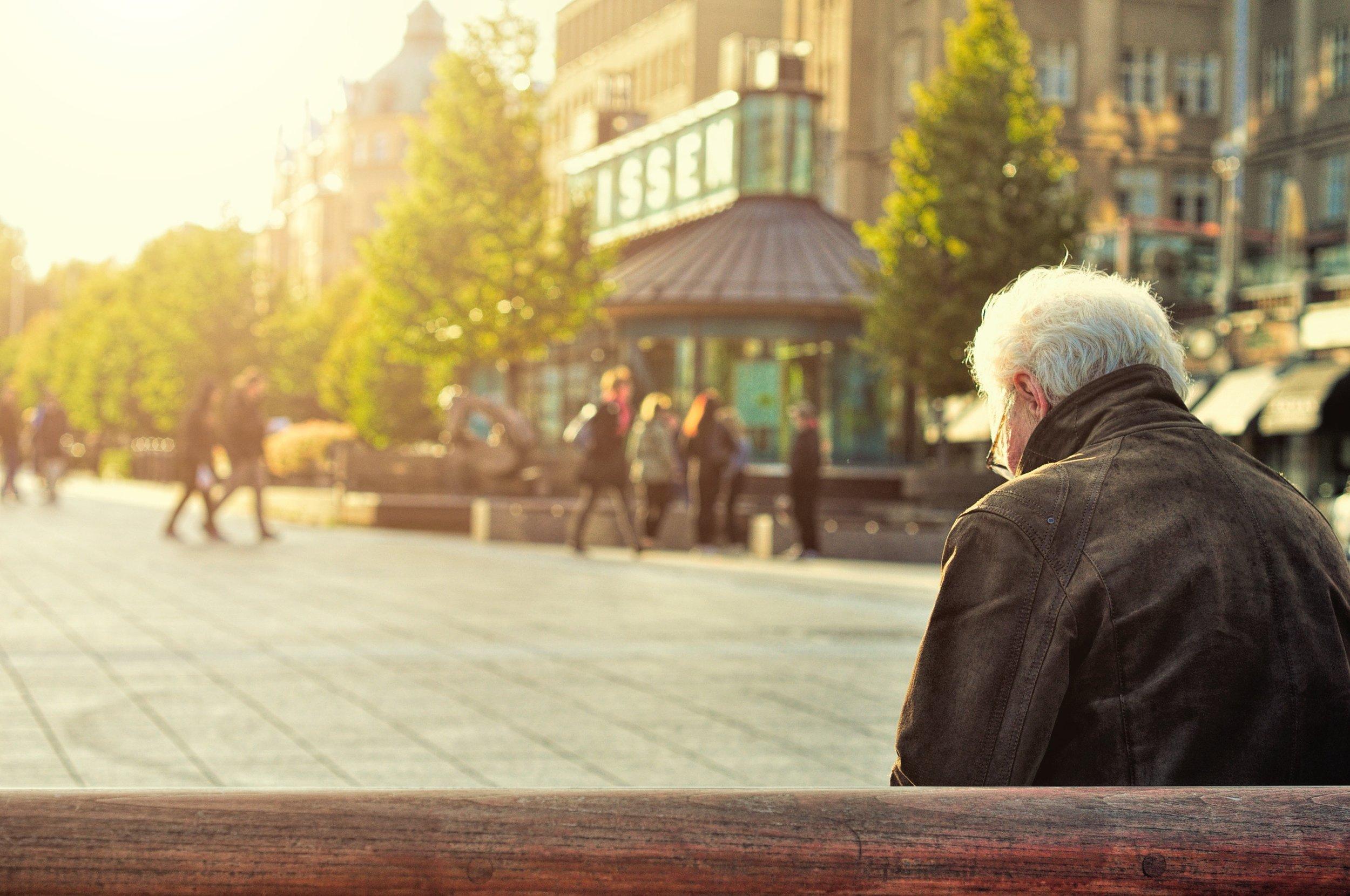 veteran-alone-city-square