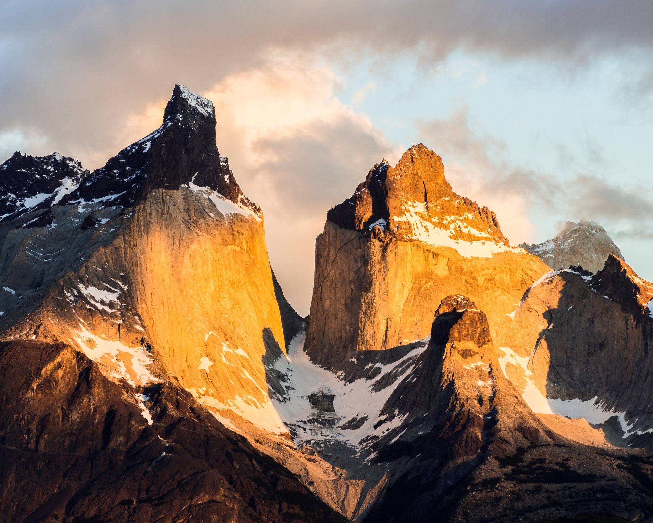 """Sueño dorado del sol"" Cuernos. Horns. Torres del Paine National Park. Región de Magallanes, Chile......#mountains #horns #sunrise #landscapes #breathtaking #Chile #patagonia #soloTrip #worldplaces #breathtaking #hiking #nakedplanet #mountains #instagood #instadaily #passionpassport #roadtrip #exploring #southAmerica #patagonia #latinAmerica #discoversouthamerica #torresDelPaine #roamtheplanet #theworldshotz #travelandlife #igshotz"