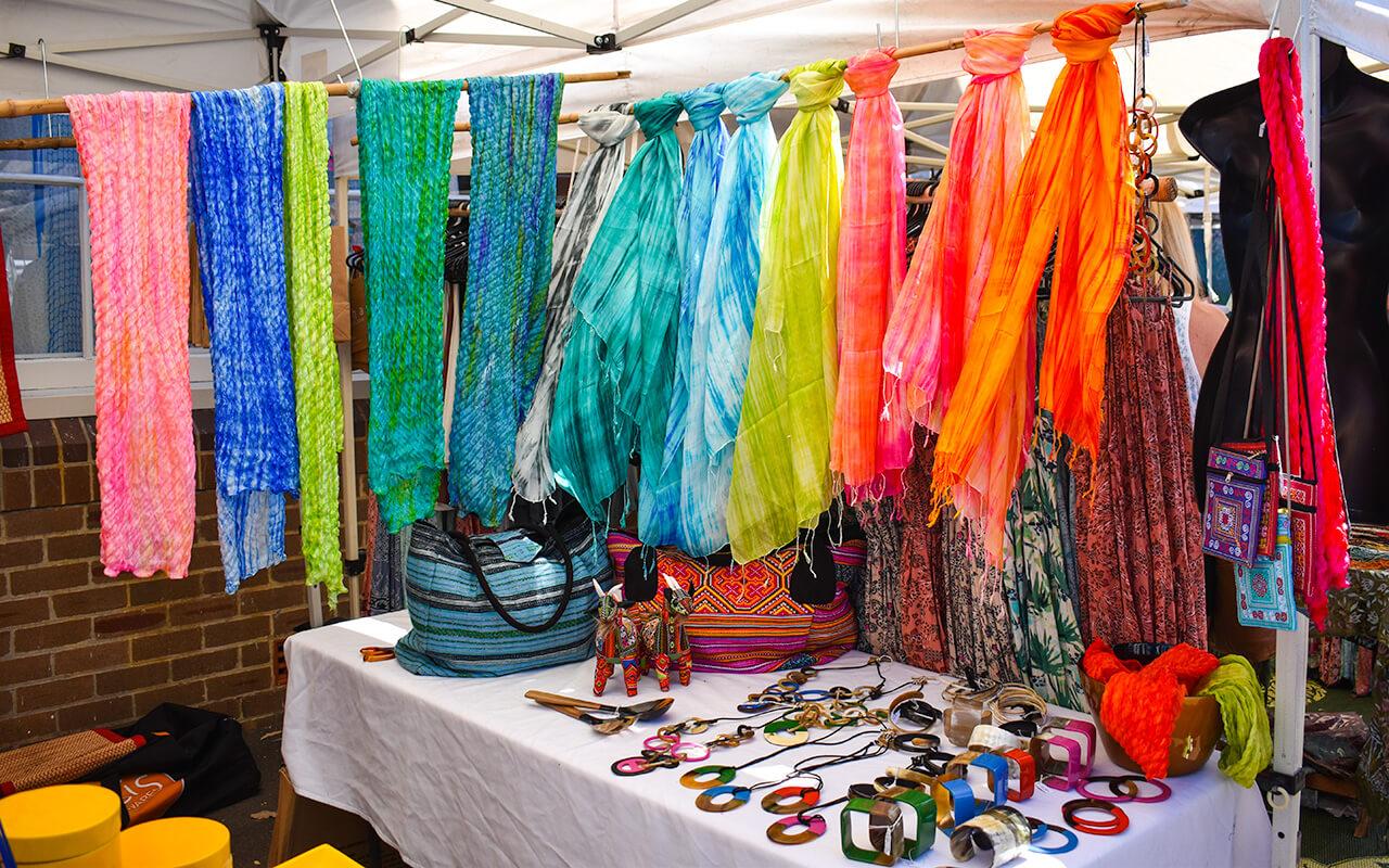 lesterlost-travel-australia-sydney-cool-and-hip-markets-bondi-scarves-1.jpg