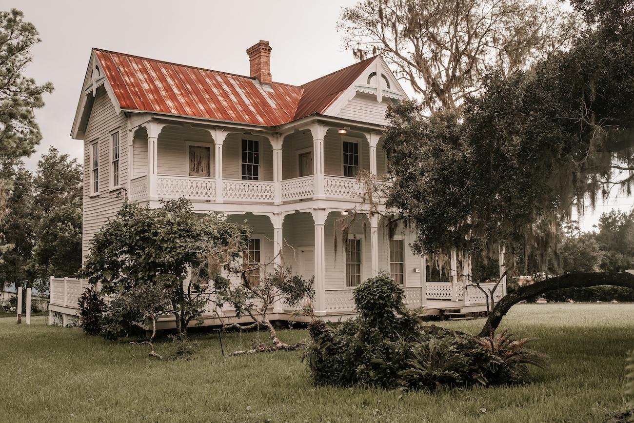 Saxon-Manor-Tampa-Weddings-97.jpeg