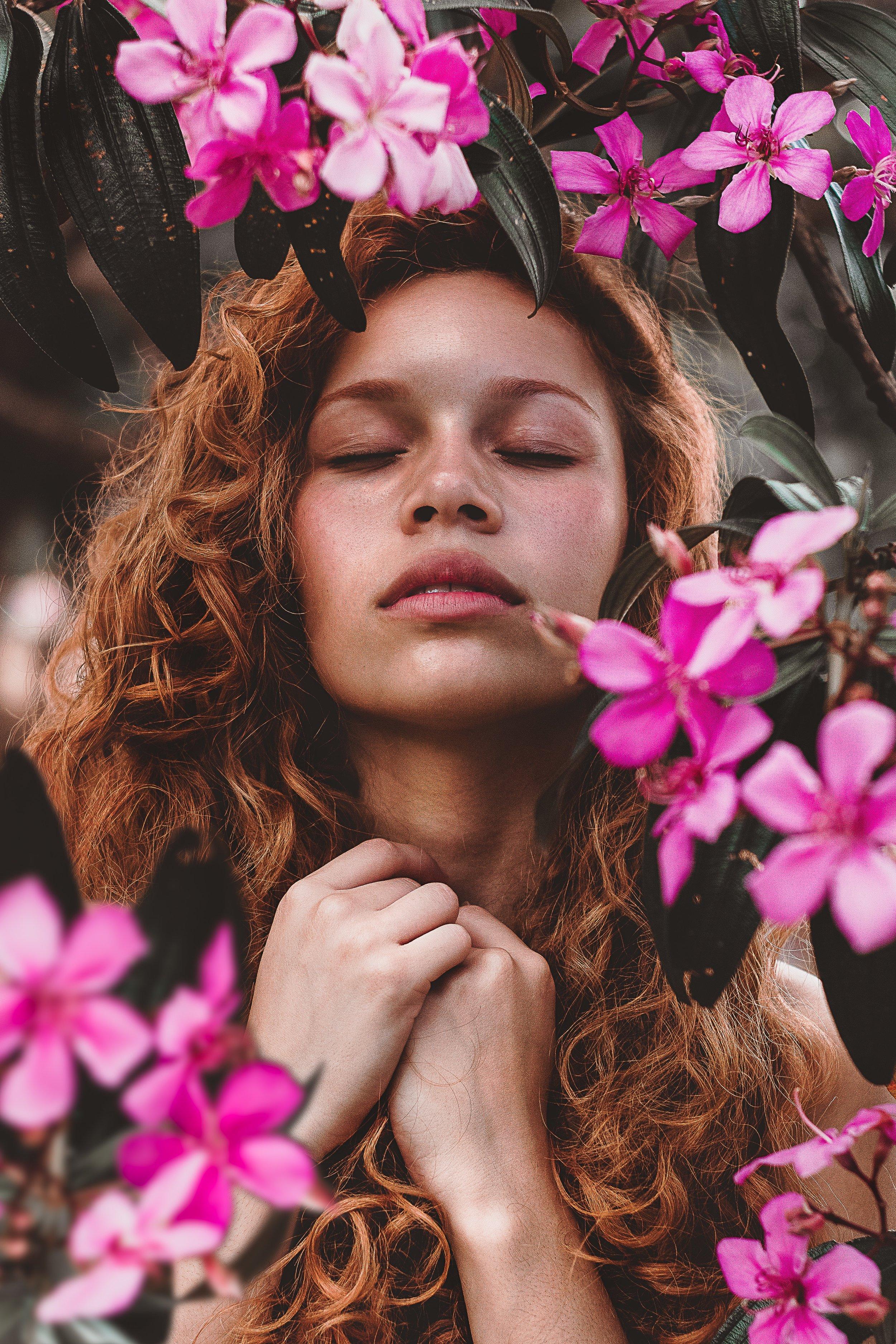 beautiful-flowers-beautiful-woman-bloom-1964442.jpg