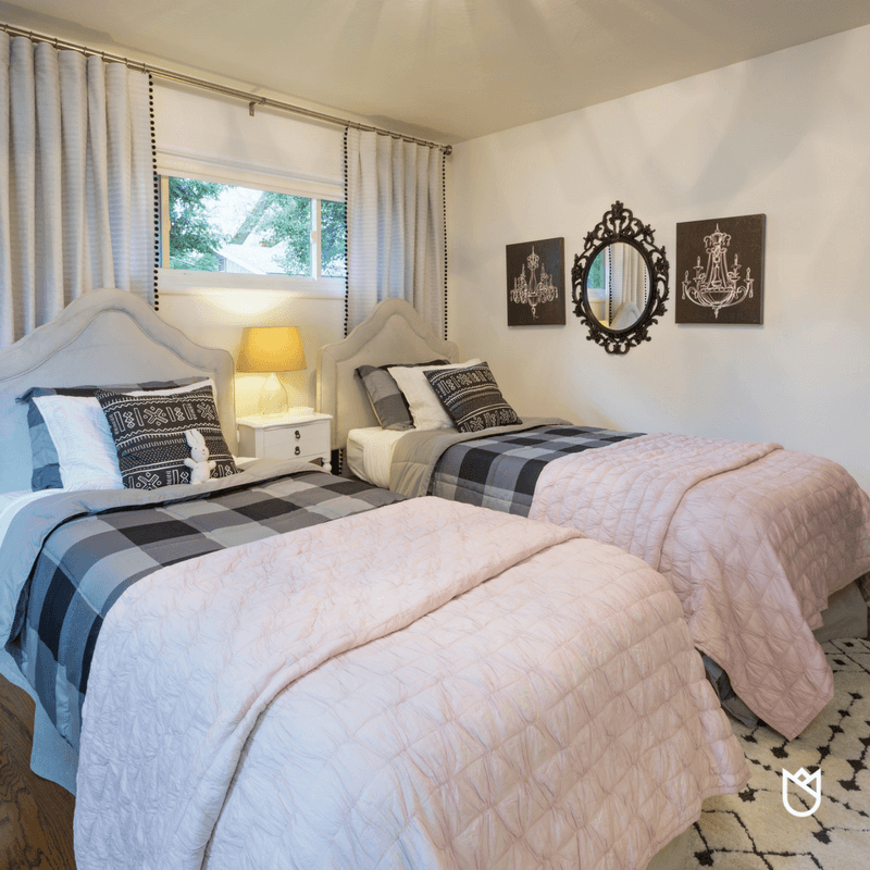 How-to-Create-a-Glamorous-Bedroom-for-Young-Girls