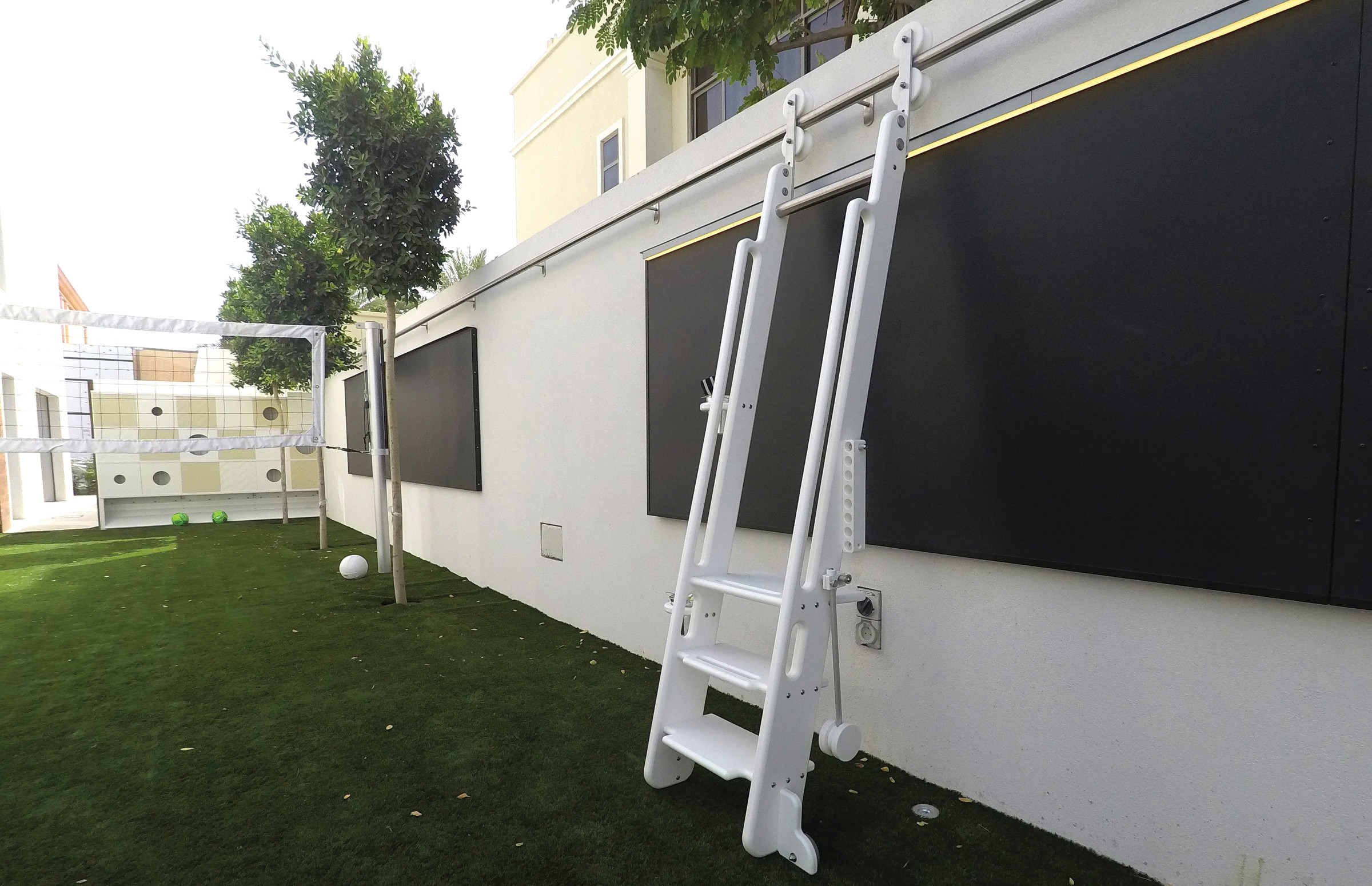 rolling-ladder-art-wall-thinkterior.jpg
