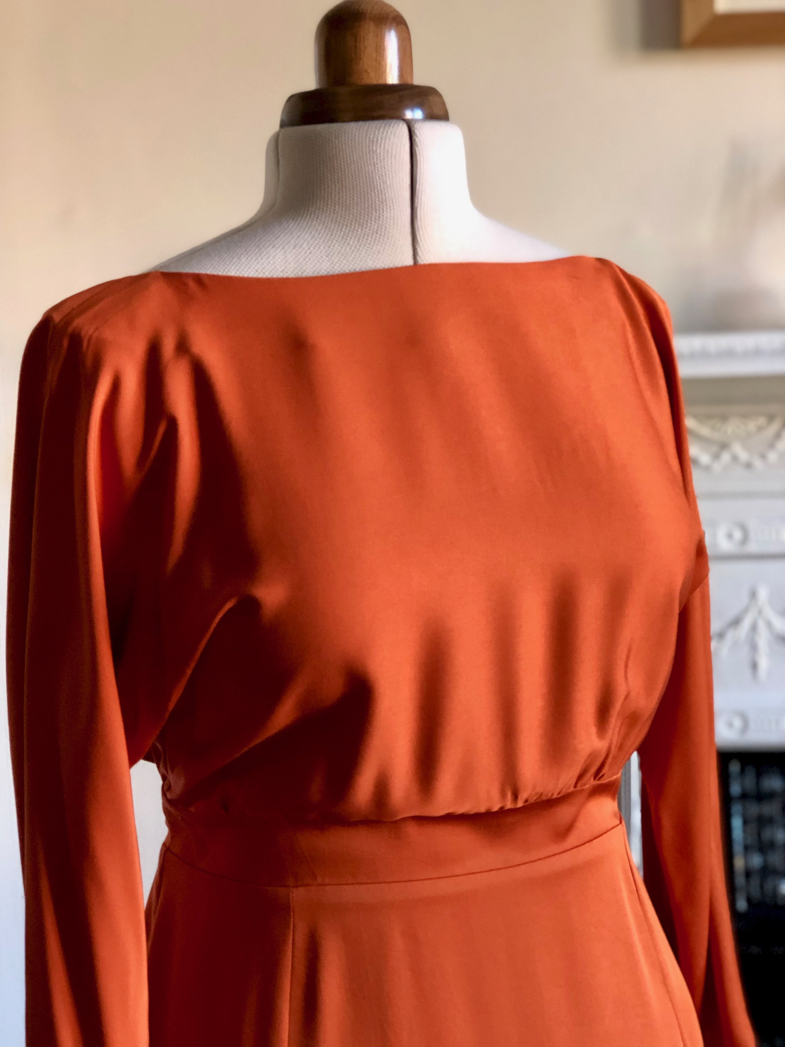 ORANGEBACKLESSDRESS_IMG_3189.jpg
