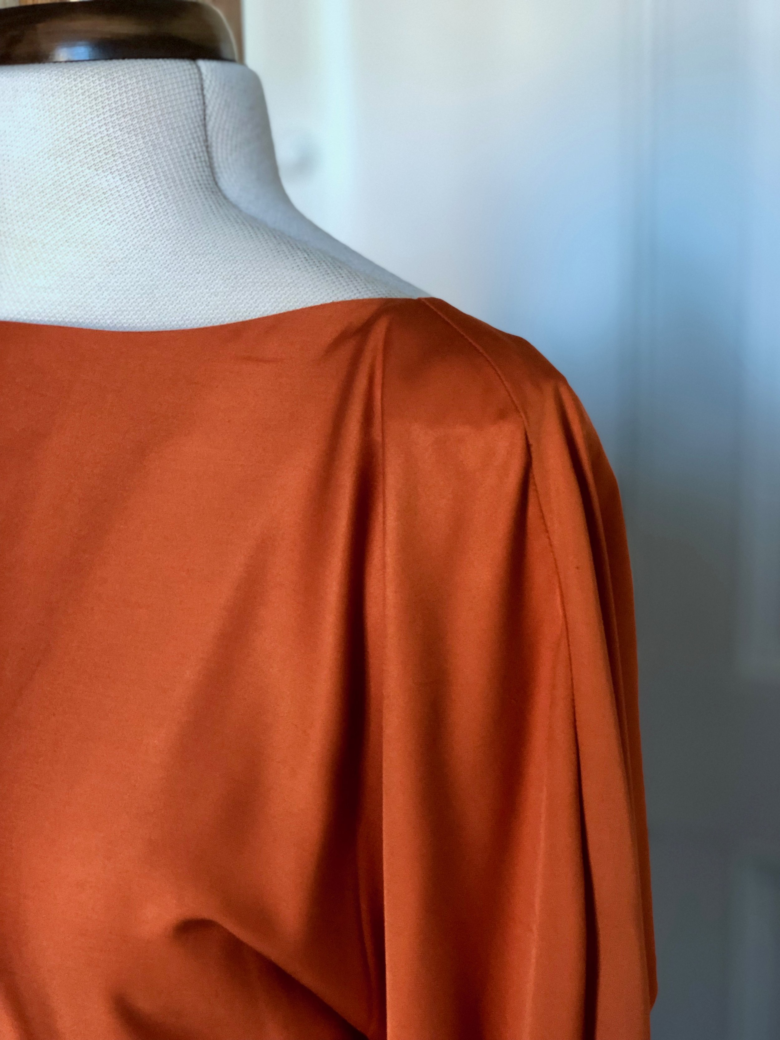 ORANGEBACKLESSDRESS_IMG_3220.jpg