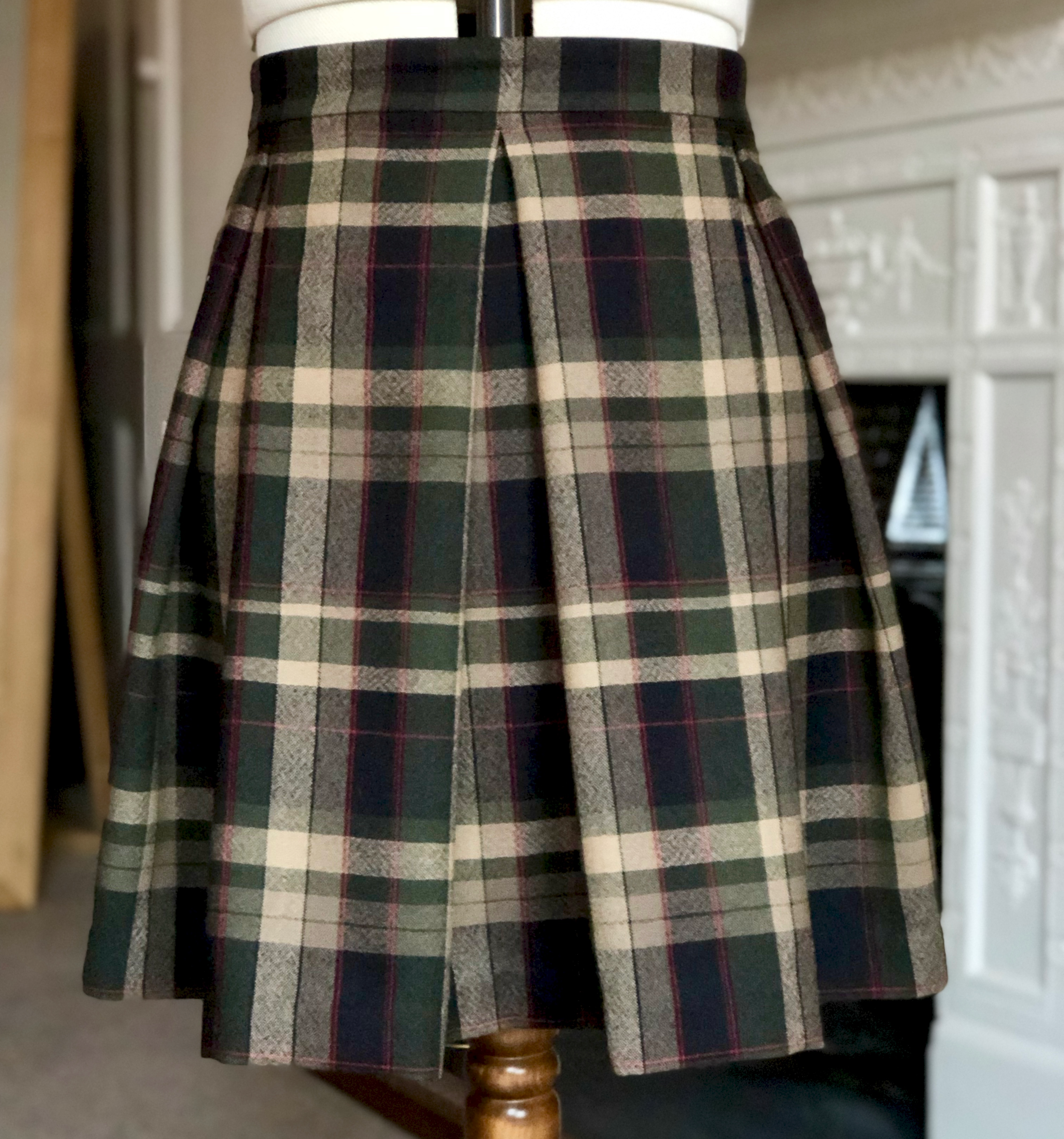 GREENPLAIDPLEATEDSKIRT_IMG_2700.png