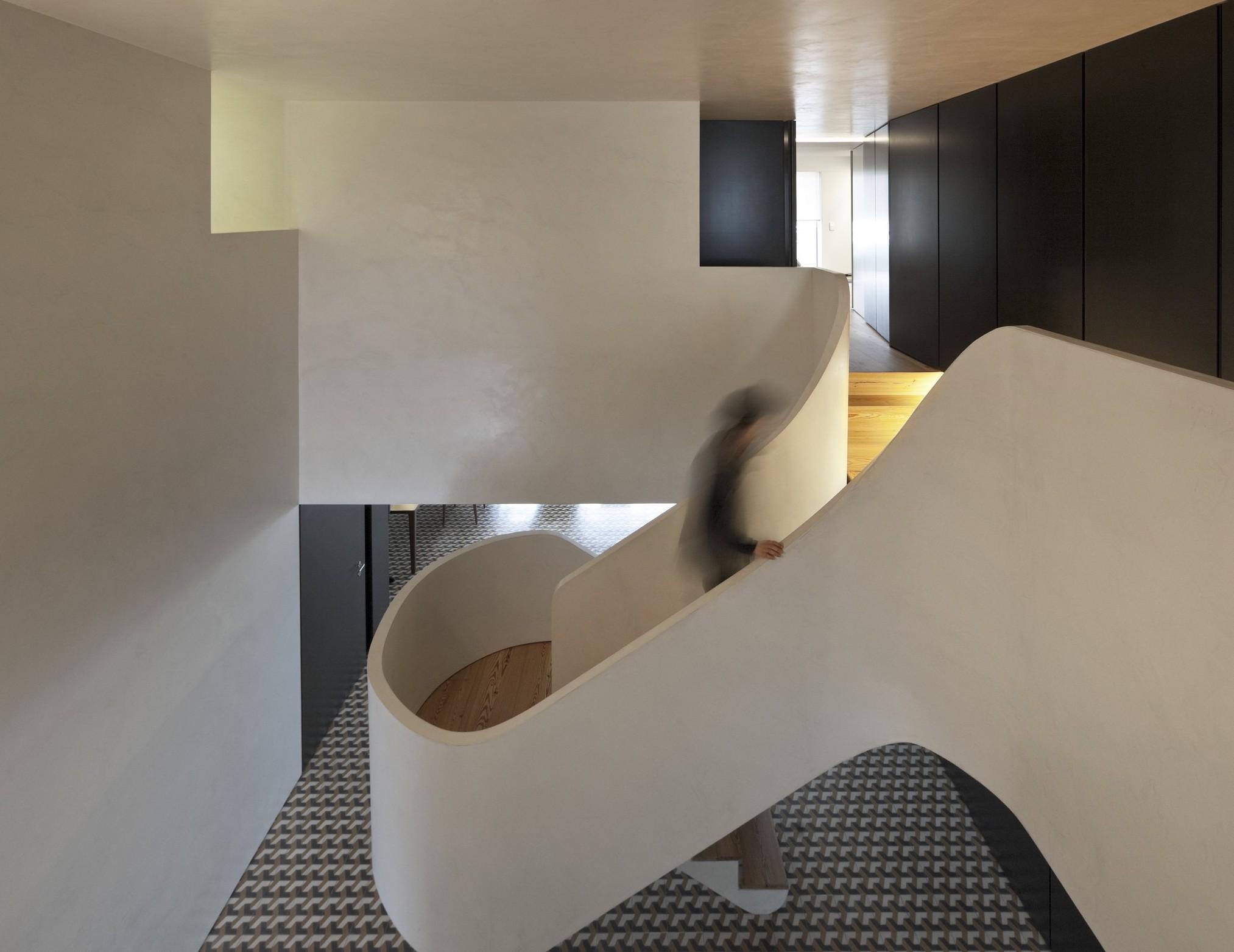 acquastone_Apartamento Portugal, escaleras, baños  (2).jpg