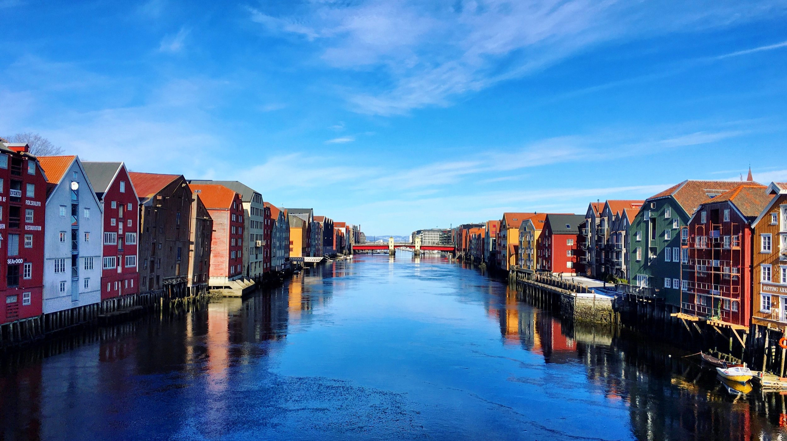 The river Nidelva flowing through the very heart of Trondheim.