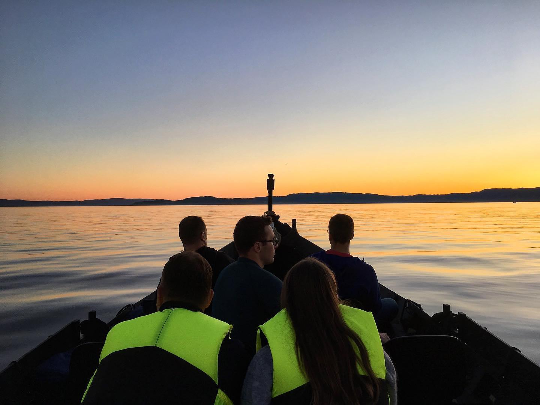 TEAMBUILDING - Bygg laget på tur! Vil dere fiske på fjorden mens dere drikker varm sjømannskaffe eller sette kursen mot en fargerik solnedgang? Gjerne kom med ønsker!
