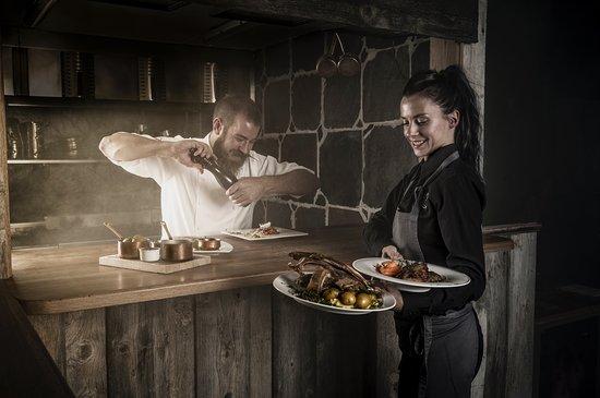 SERVERING - Vi kjører dere gjerne til serveringssted under eller etter turen. Om ønskelig kan også matpakke / tapas bestilles på forhånd for å spise underveis.