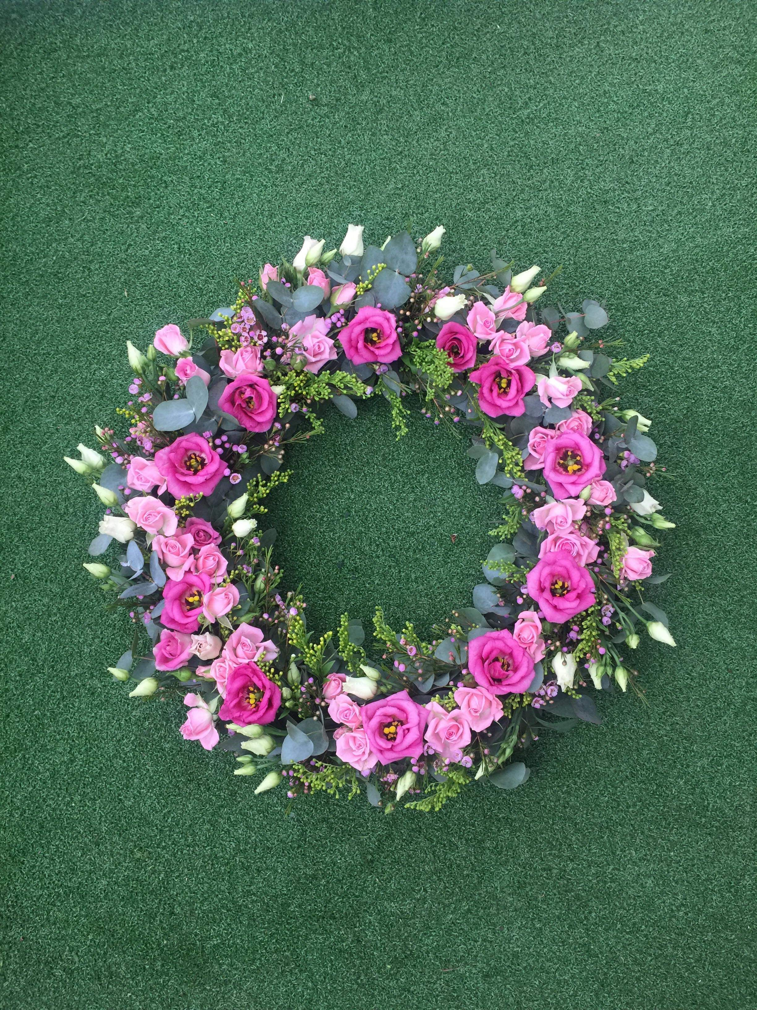 This very pretty wreath was made by Hannah, you can check her flower journey out on pinterest at @hannahpage77