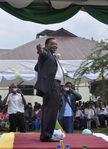 Ambassador Mahiga at the dedication of the Jfunshishie Free Library
