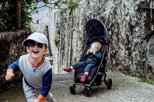 Montenegro in a nutshell: Oliver loopt rond als een gevaarlijke ridder/piraat/i don't know; Charlie eet zich te pletter in zijn buggy.  Vragen?  #the_life_of_oliver_and_charlie  #childhoodunplugged #simplymamahood #momsoninstagram #littleandbrave #kidsforreal #letthembelittle #ig_motherhood #mommyandme #babyspam #justbaby #dailyparenting #kidswithswag #thingsiwanttoremember #livelittlethings #stunningbabies #ourlightwithin #momswithcameras #simplychildren #candidchildhood