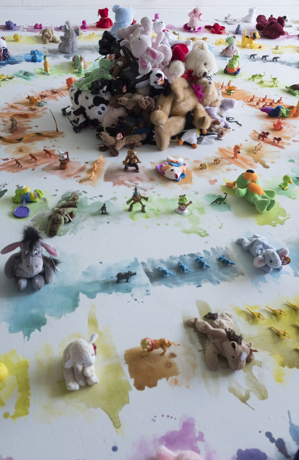 Toy with Animals 1.jpg