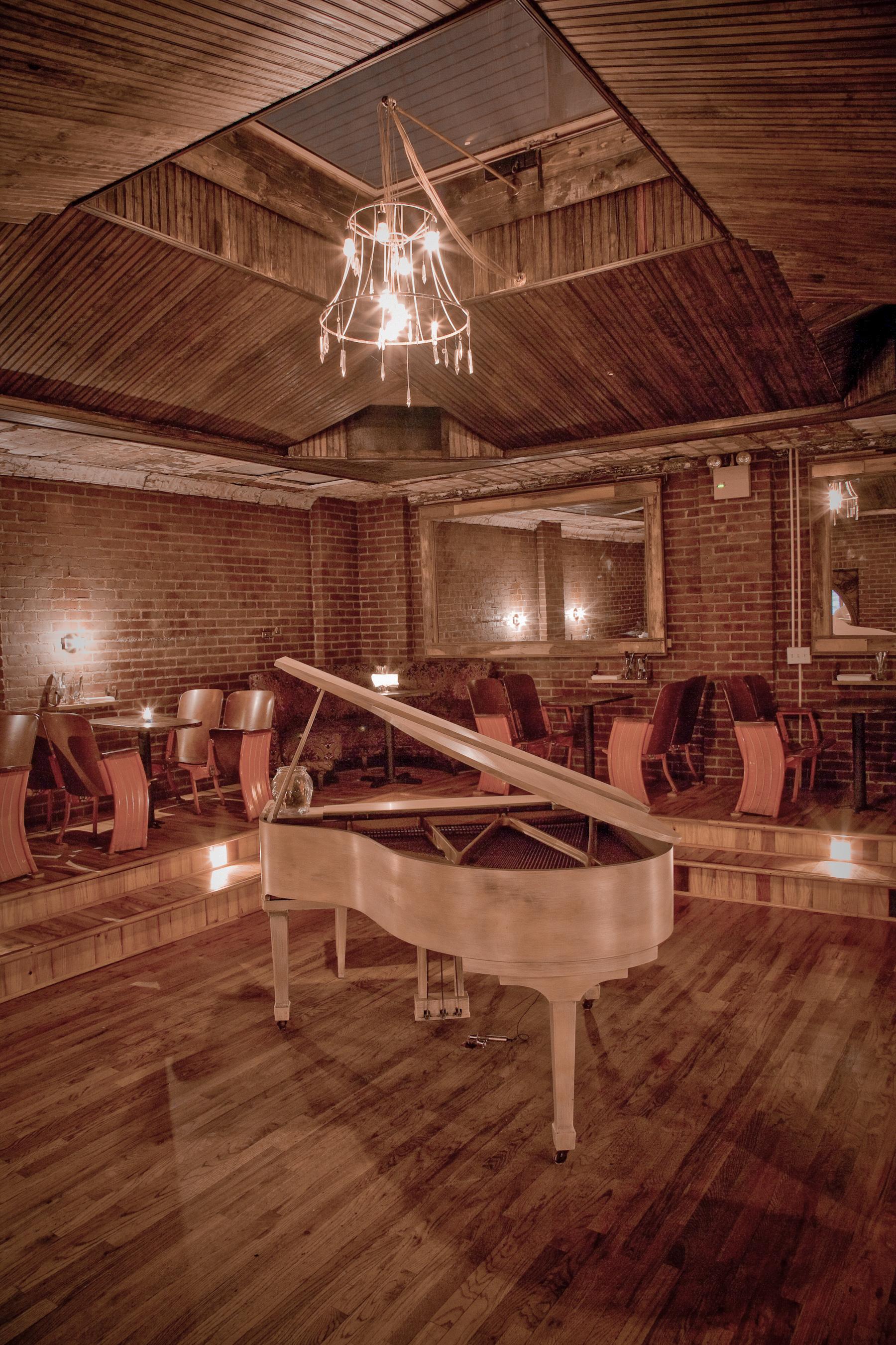 ManhattanInn_Piano-2.jpg