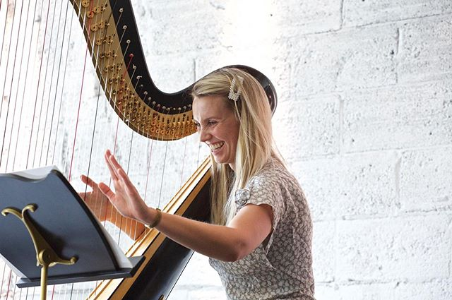 Most likely taken when I was introducing my Stormzy cover @bachneggs Classical Brunch last month. 📸: @irenemorgan_photo  #harp #harpist #music #musician #classicalmusic #musiciansofinstagram #strings #concert #performance #classicalbrunch #bachneggs