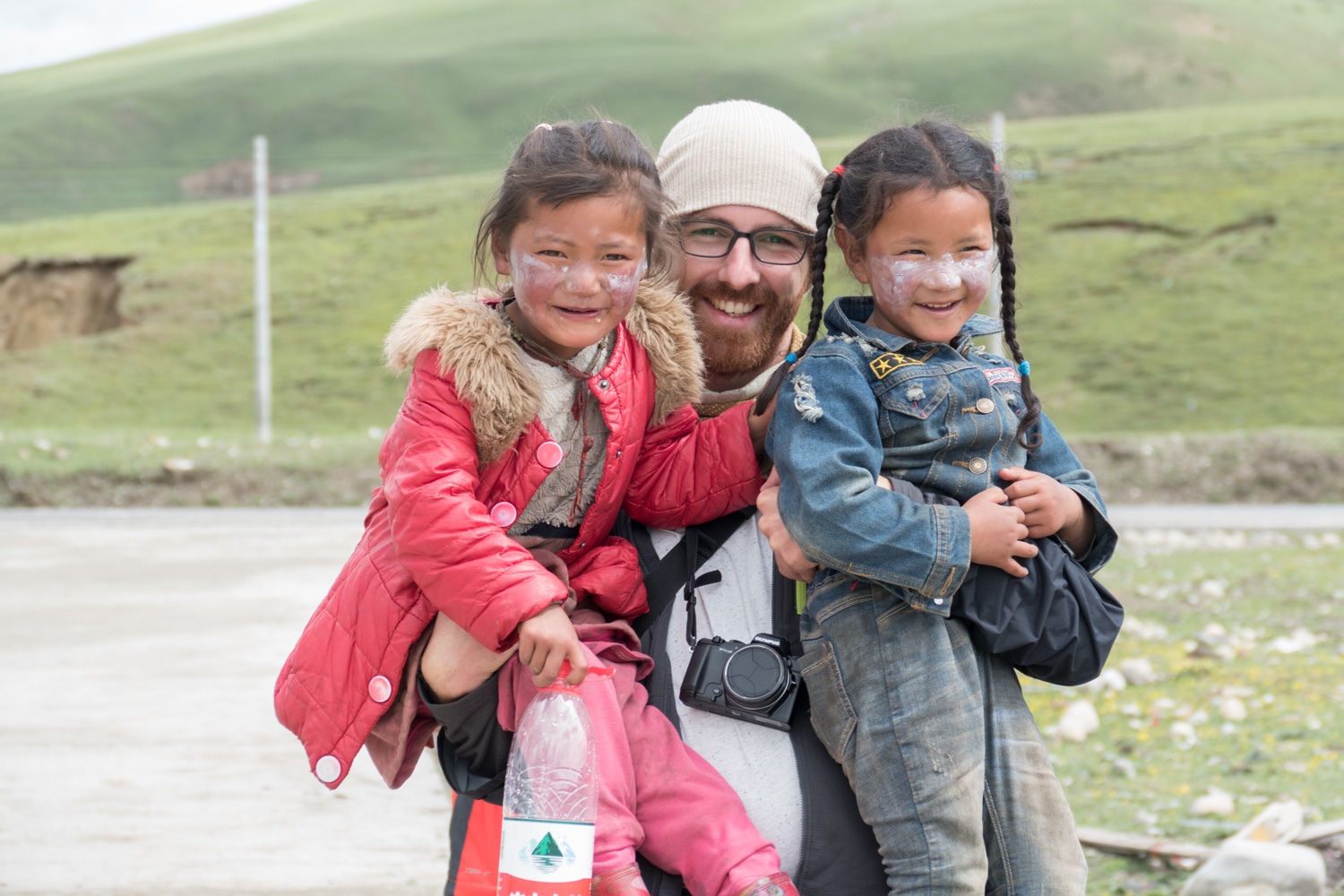 Friendly Tibetan children
