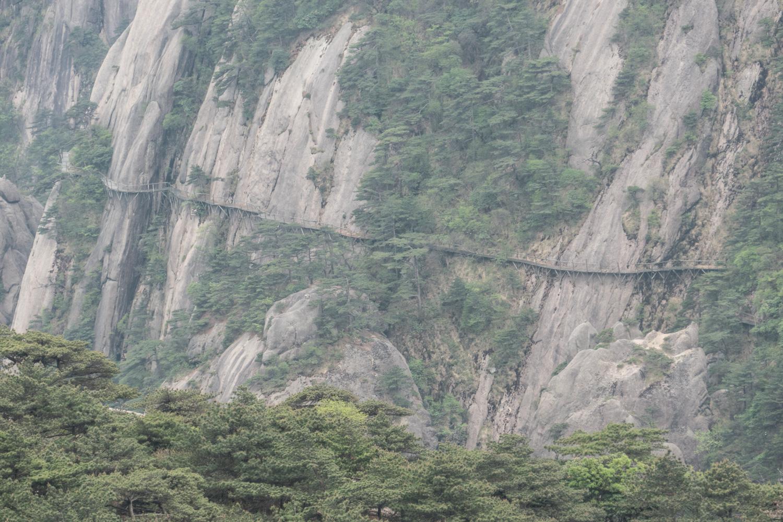 Cliffwalk across the valley