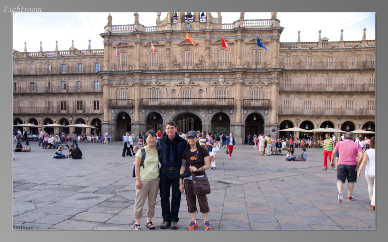 Meeting Doug Oliver, organizer of the course, in the Plaza Mayor