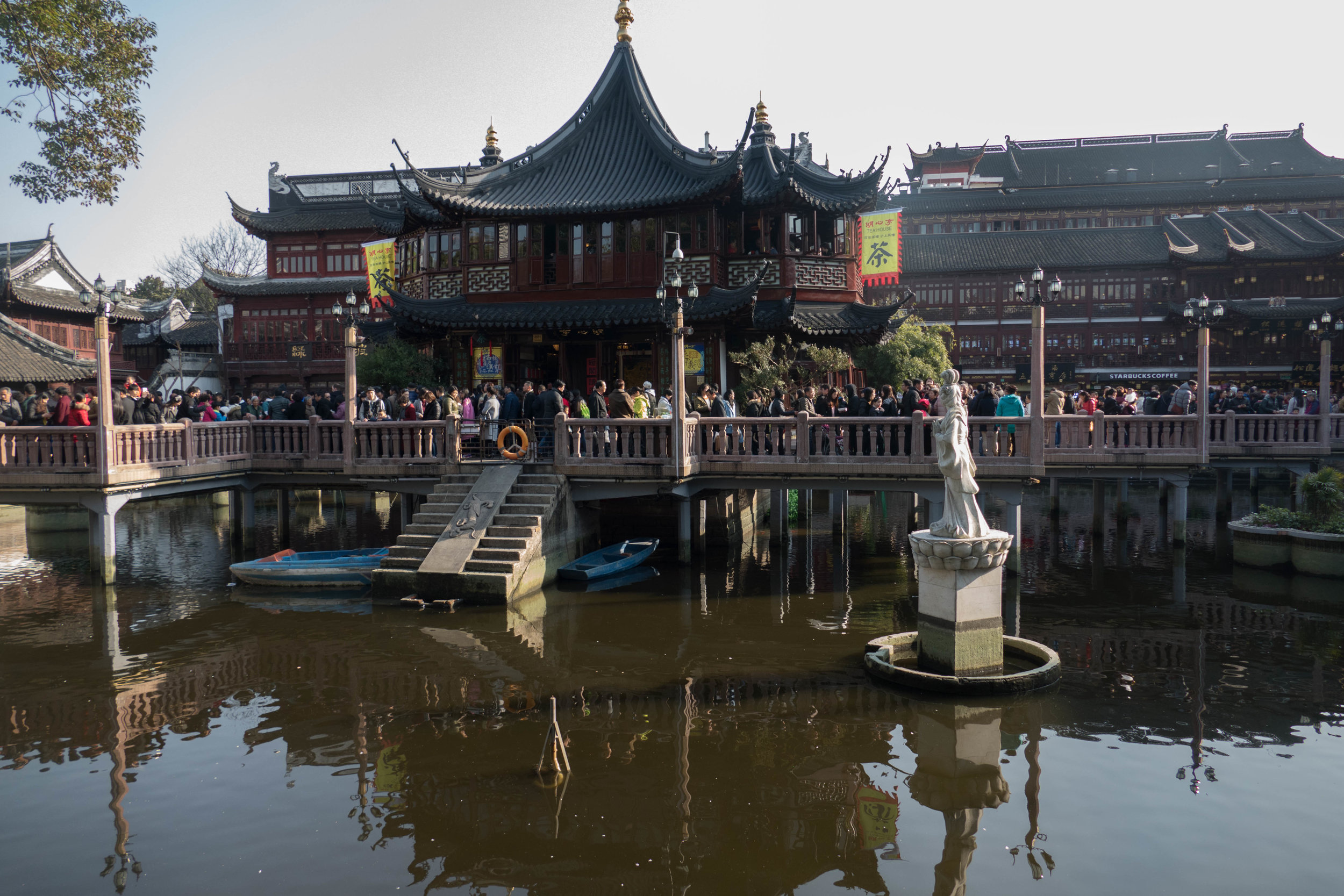 The famous tea house that sits at the entrance to Yu Yuan. The zig zag bridge is supposed to help ward off ghosts