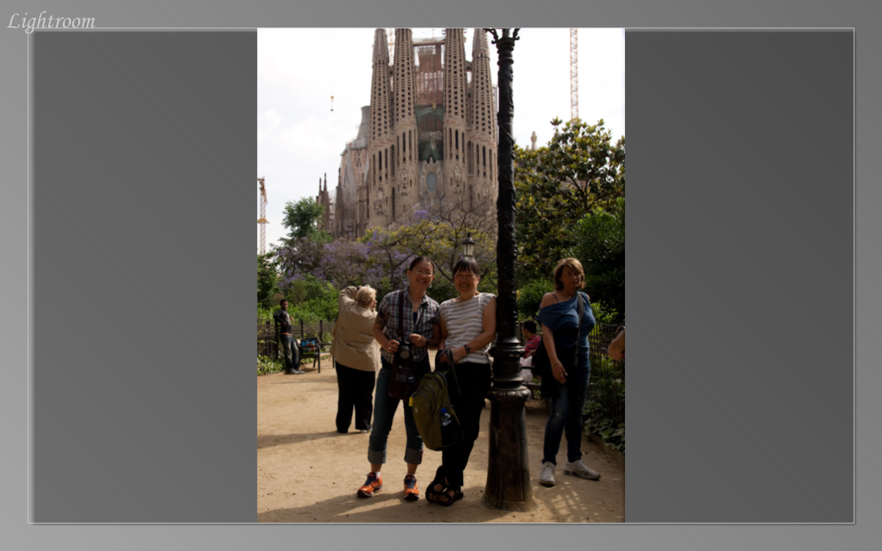 Lil and Laura in front of the Sagrada Familia