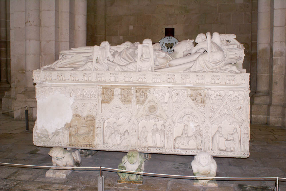 Tomb of the murdered wife of Pedro, Ines de Castro. The tomb rests on human figures that represent her killers.
