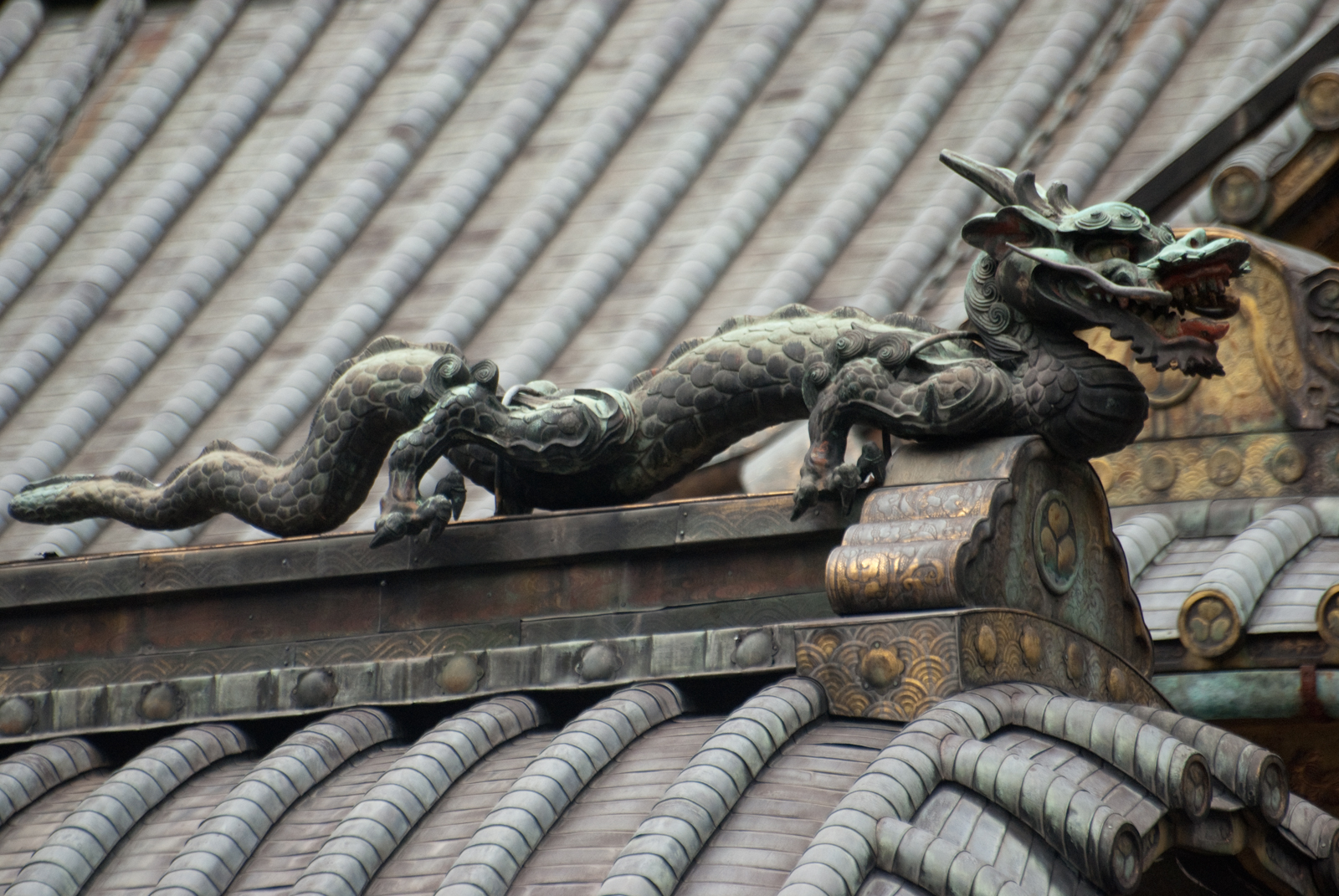 Roof guardian at the Toshogu shrine