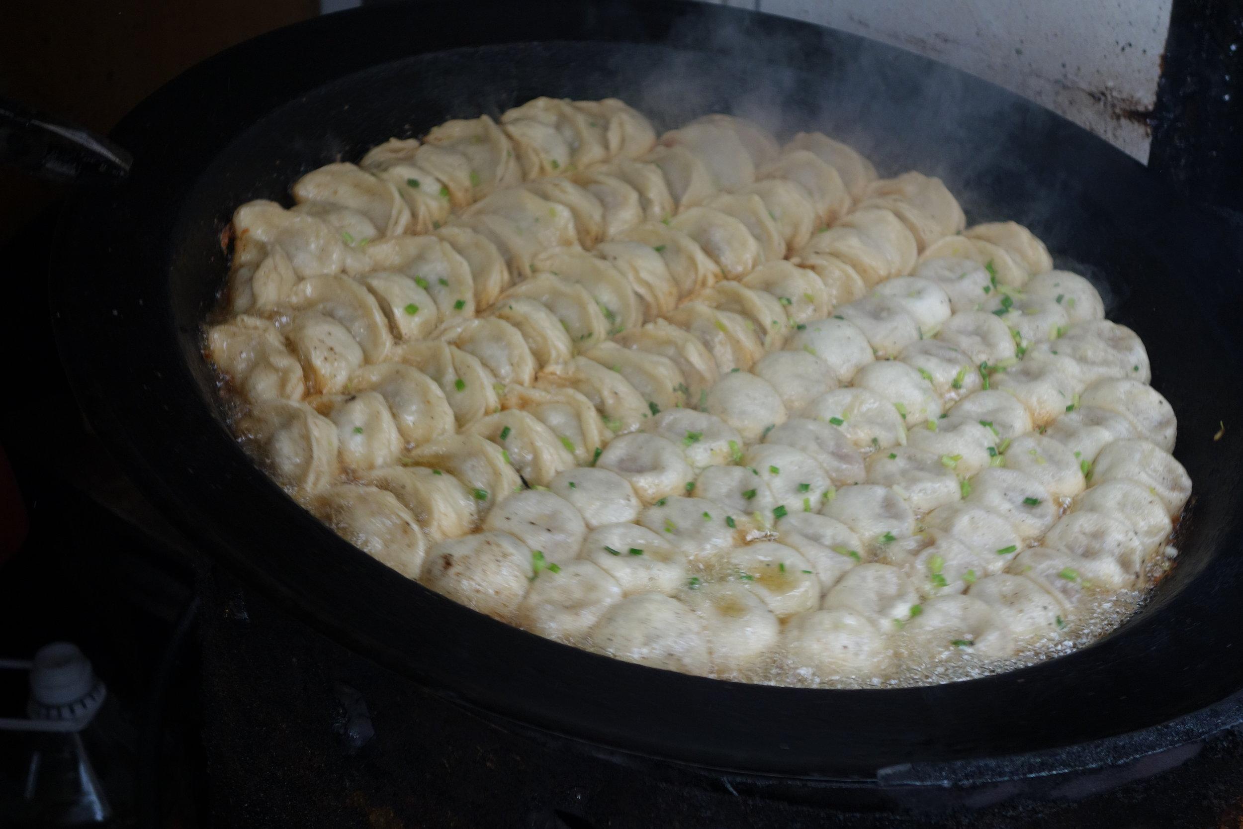 One pot of the shengjian guotie