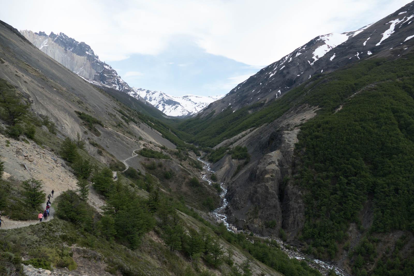 The descent into refugio Chileno