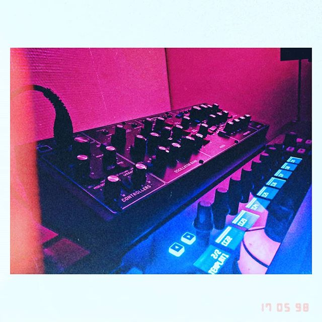 ⚡Upcoming shows announced soon⚡ Practice in the meantime.... . .. . . . . . . . #newmusic #indie #indiepop #indierock #musique #indieband #frenchband #synths #analogsynth #makemusic #popindé #stonerpop #stonerdisco #musiquelyon #synthpop #makerecordsnotwar #rockindé #makenoise