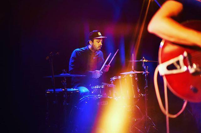 Thomas shredding ⚡ . . . . . . . . . . . #tvparty #indiepop #indierock #musique #indieband #frenchband #popindé #stonerpop #makerecordsnotwar #makenoise #maketruth #darkheart #newsingle