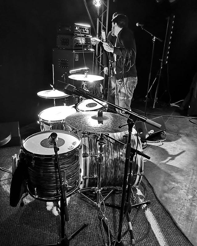 Lets go 🔥 . . . . . . . . . . . #newmusic #indie #indiepop #indierock #musique #indieband #frenchband #annecy #hautesavoie #instamusic #instaband #nowplaying #darkheart #newsingle #newrecord #makerecordsnotwar #makenoise #makemusic #westcoast #americanmusic #rockindé #popindé #stonerpop