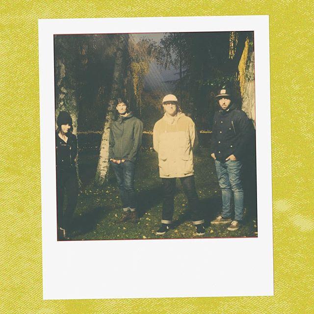 Dix jours. DARK HEART sortie 25 Oct 🥀 sur toutes les plateformes . . . . . . . #newmusic #indie #indiepop #indierock #musique #indieband #frenchband #synths #newsingle #comingsoon #portlandmusic #popindé #rockindé #stonerpop #makerecordsnotwar #makenoise #maketruth #darkheart