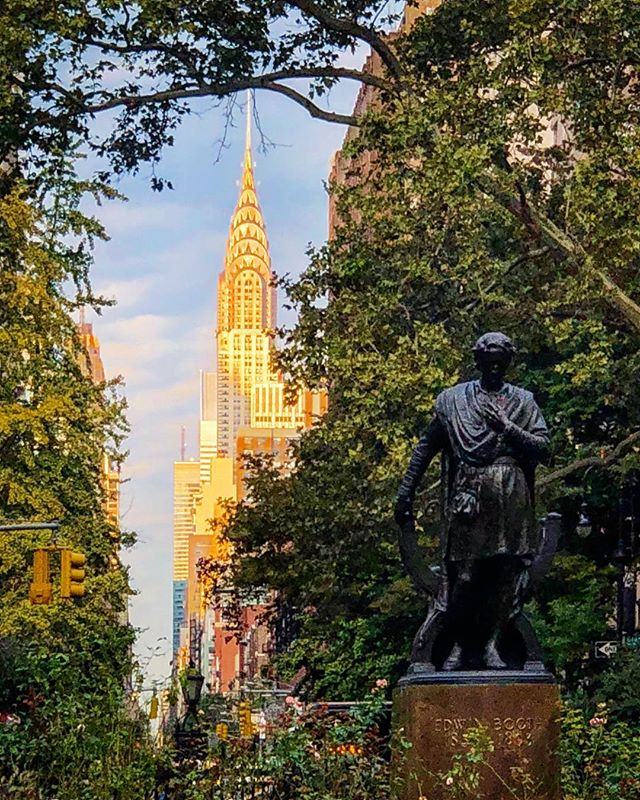 A day in the park! #gramercy #park #newyork #edwinbooth #actor #chryslerbuilding #beauty #citylife  #culture #loveit