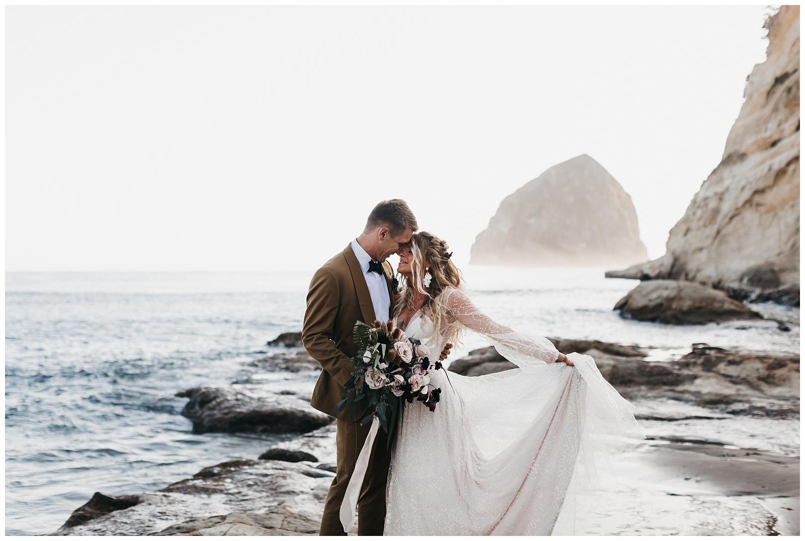 portland-wedding-photographer-pacific-city-elopement-photographer-anniezav_0001.jpg