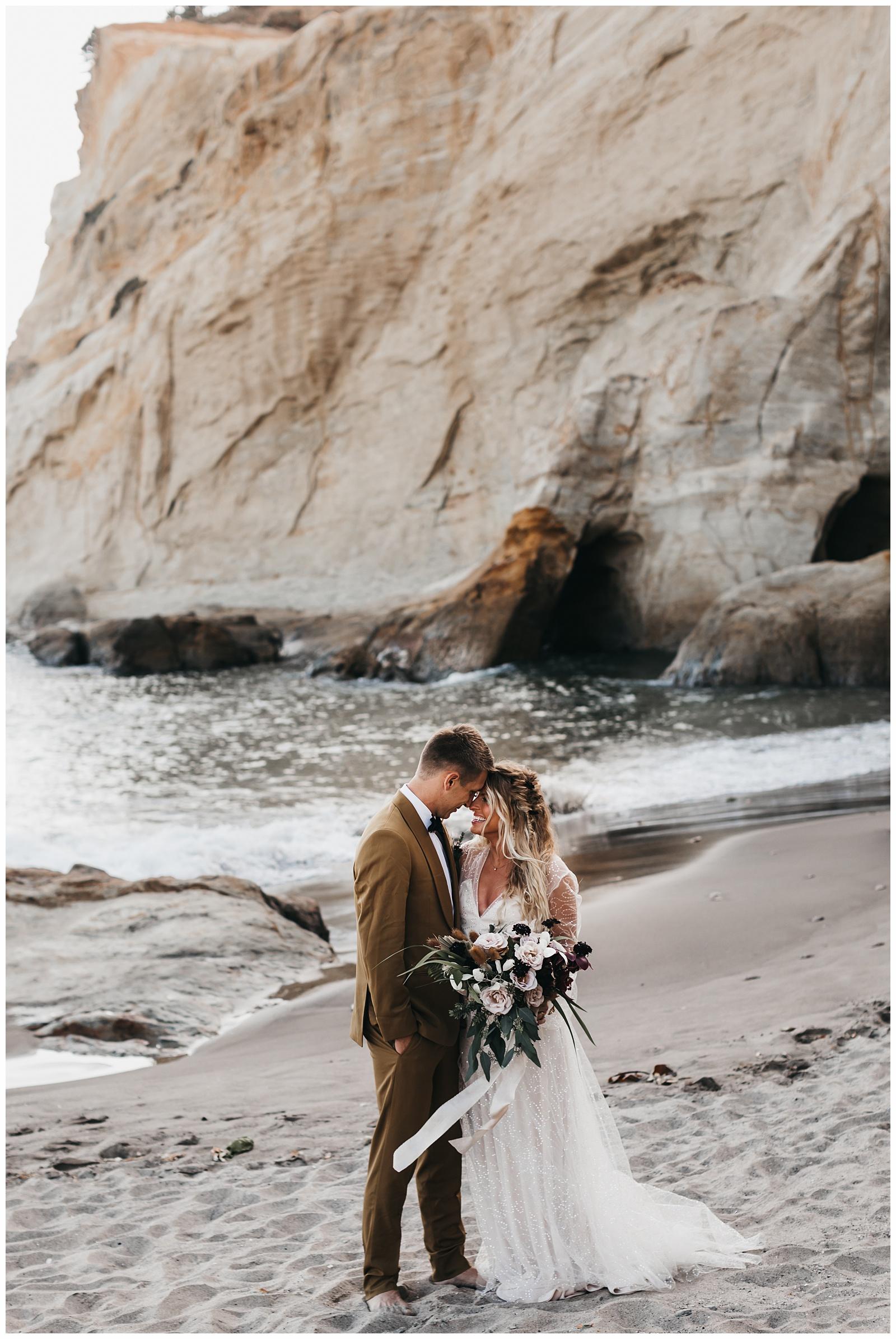 portland-wedding-photographer-pacific-city-elopement-photographer-anniezav_0022.jpg