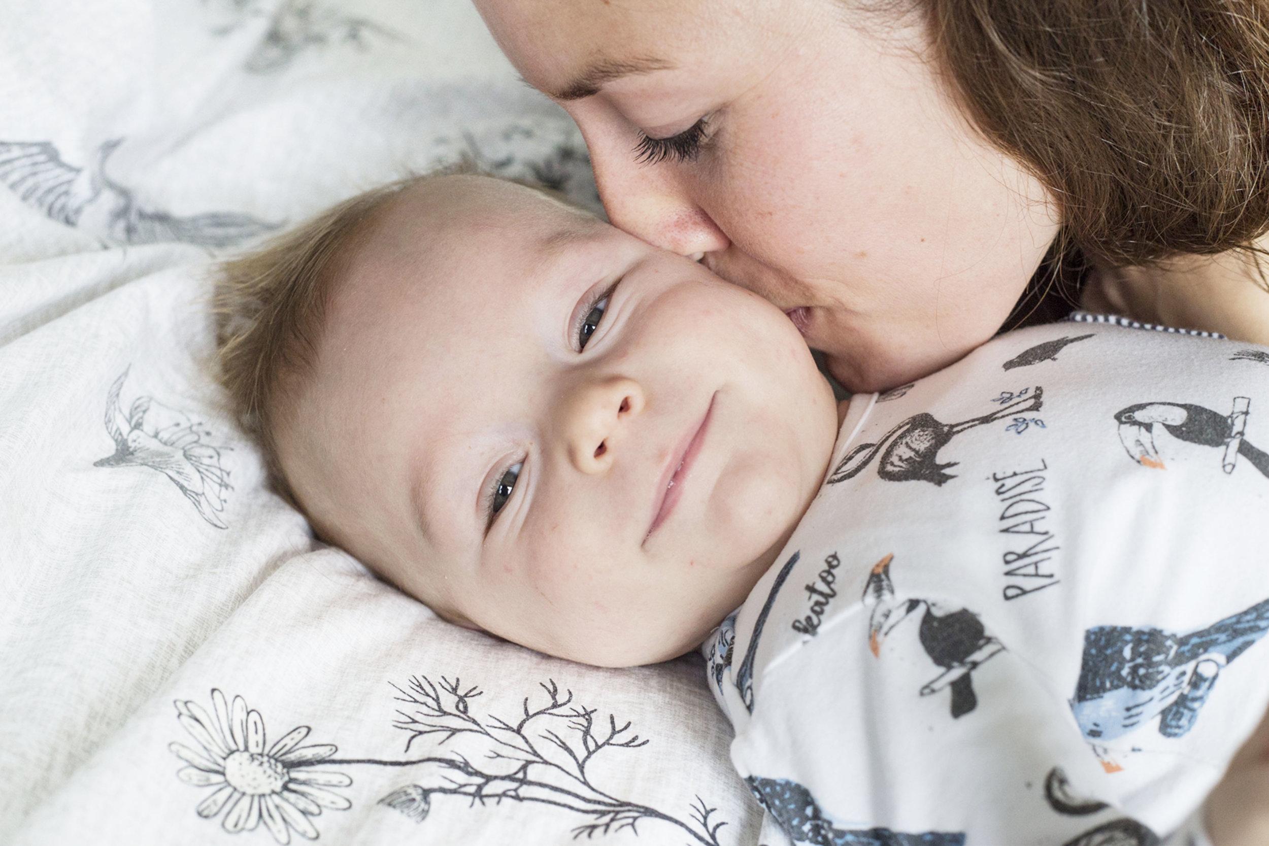 """'Hoe mooi om deze herinneringen extra te kunnen koesteren' - """"Toen Bram vier maanden oud was, hebben we een baby shoot met Kiri gedaan. Ik vond het best spannend hoe Bram het zou vinden, maar Kiri was zo ontspannen en zorgde voor een goede sfeer, waardoor ze echt mooie foto's heeft kunnen maken! We zijn heel blij met het resultaat en ook trots dat hij zo mooi is vastgelegd voor nu en ook voor later.De babytijd vliegt voorbij, dus hoe mooi is het om juist die tijd en herinneringen op deze manier extra te kunnen koesteren!"""" - Annemieke M."""