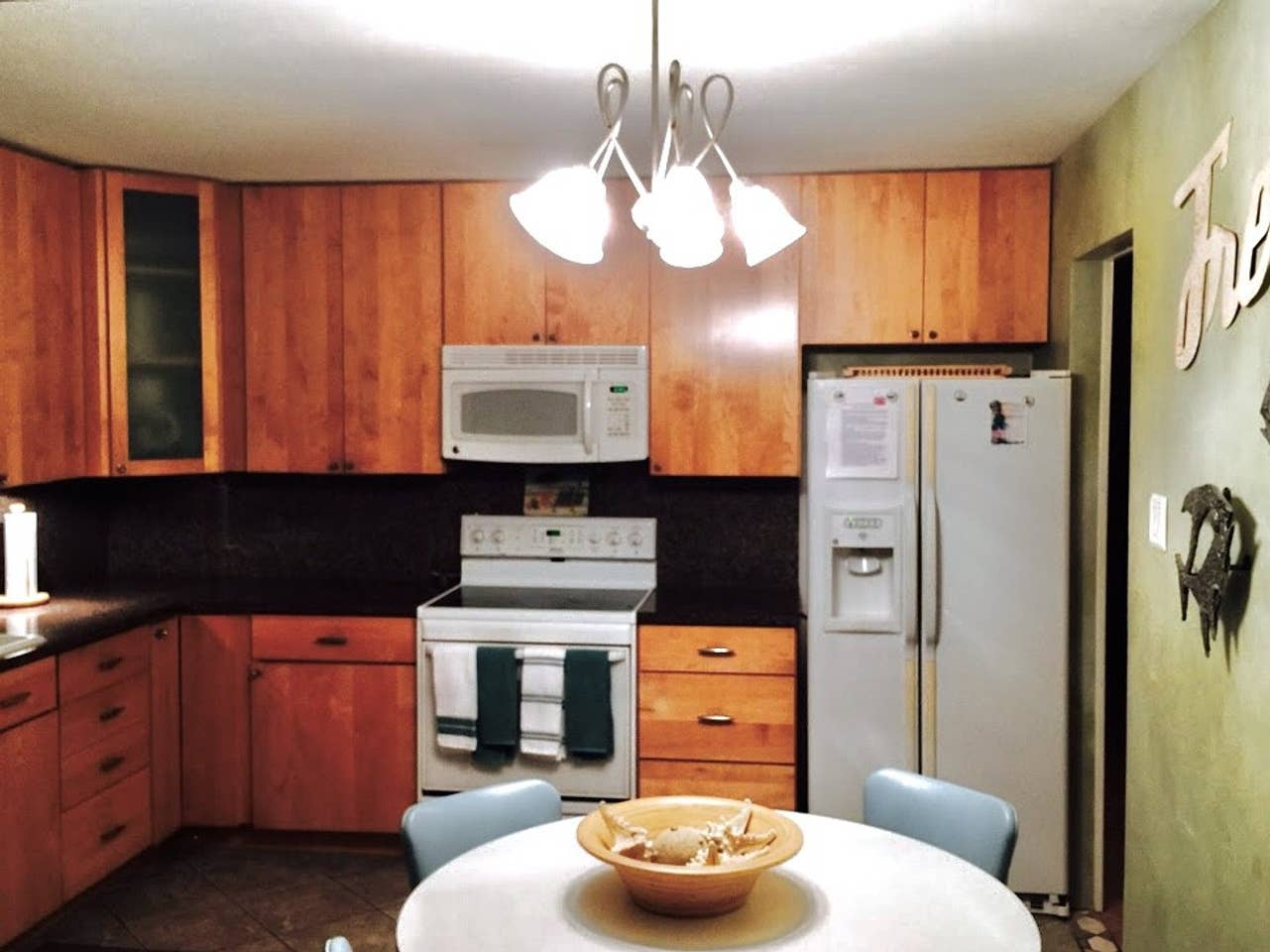 shabby chic beachhouse kitchen 3.jpg