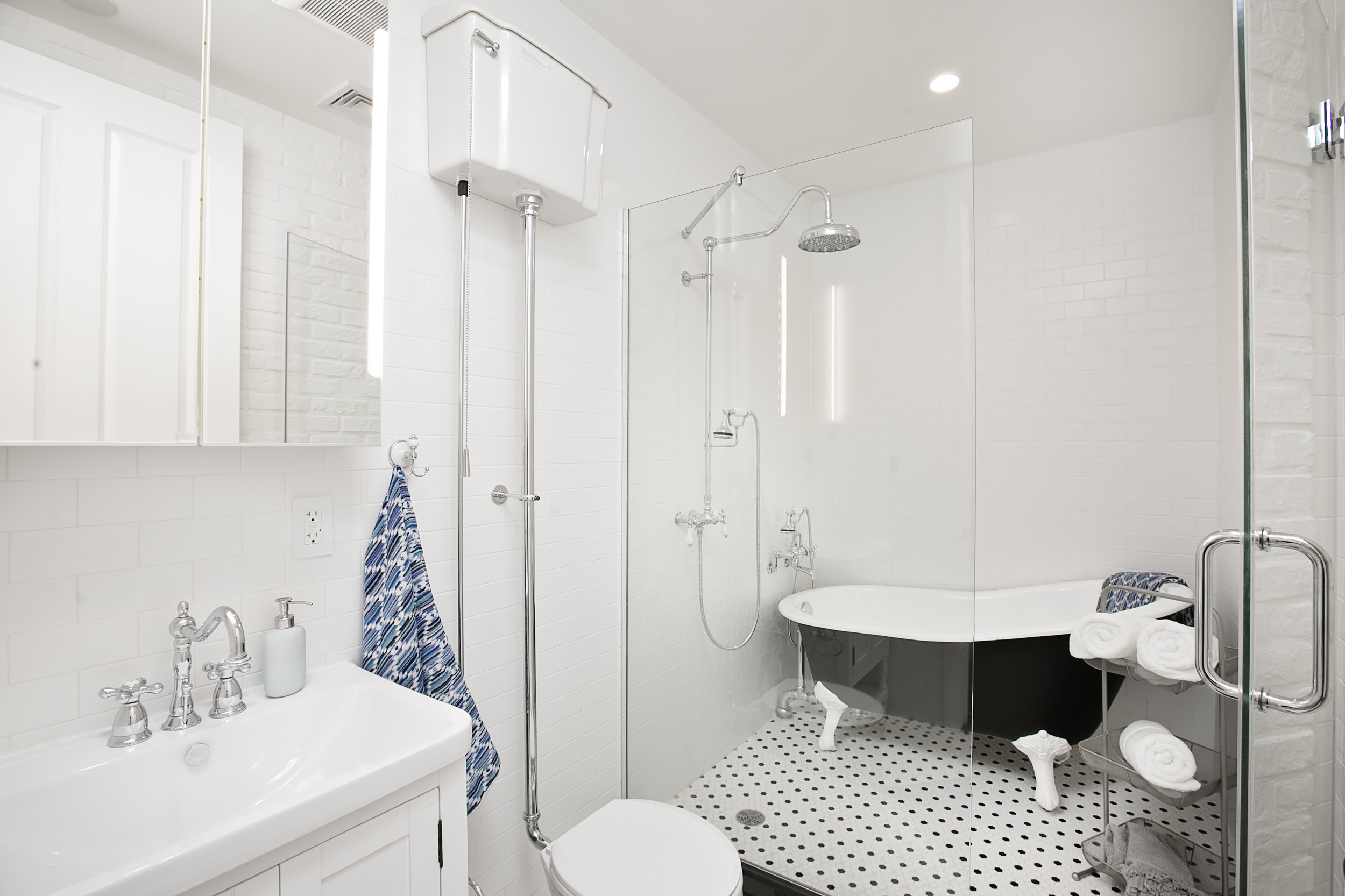 THE BATHROOM - Vintage, but modern!